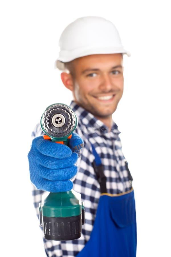 Le byggnadsarbetaren med drillborren som isoleras på den vita backgroen arkivfoton