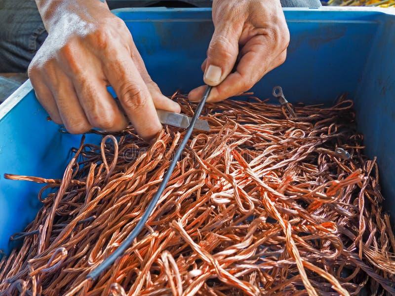 Le câblage cuivre a réutilisé des fils de couleur que les déchets comme fond de réutilisent l'industrie photographie stock libre de droits
