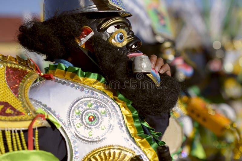 Le ` célèbre de negritos de `, danseurs s'est habillé dans les masques noirs de laine dansant au festival honorant le del Rosario photos libres de droits