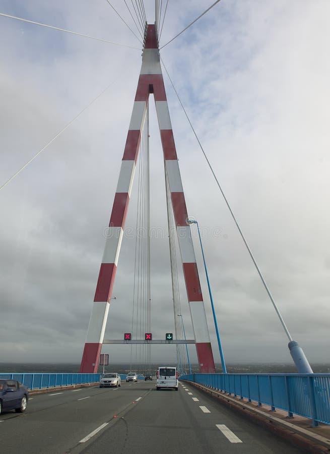 Le célèbre pont Saint-Nazaire Pilier du pont photographie stock libre de droits