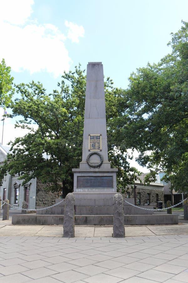 Le cénotaphe de Kyneton, dans la rue de Mollison, commémore ceux du secteur qui ont été tués dans les deux guerres mondiales image stock