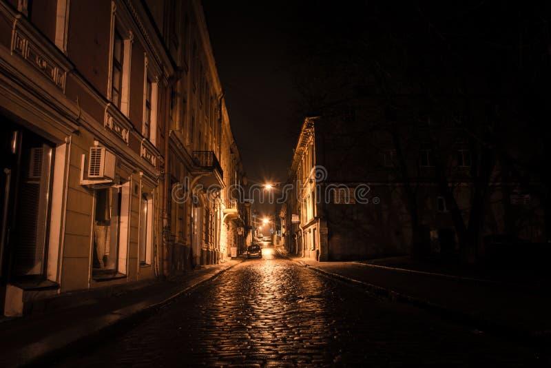 Le côté en noir de la rue photos stock