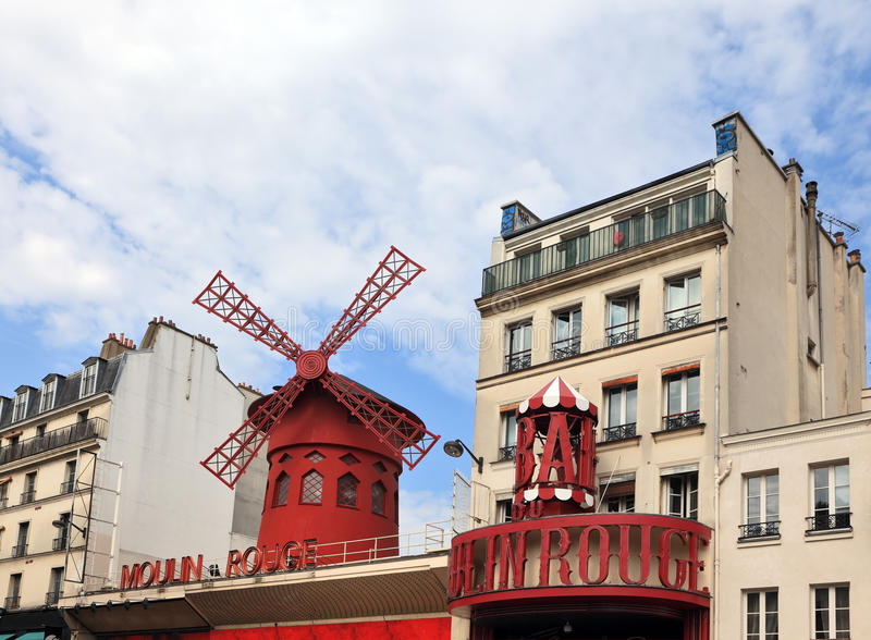 Le cabaret parisien le Moulin rouge photos libres de droits