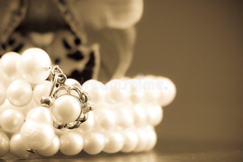 Le cadeau des perles images libres de droits