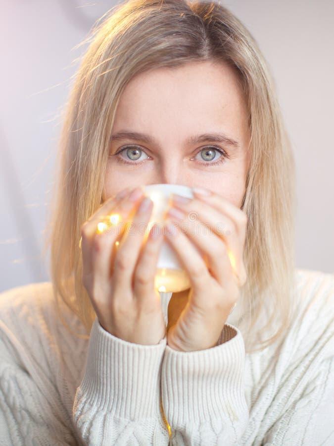 le café boit la femme photos stock