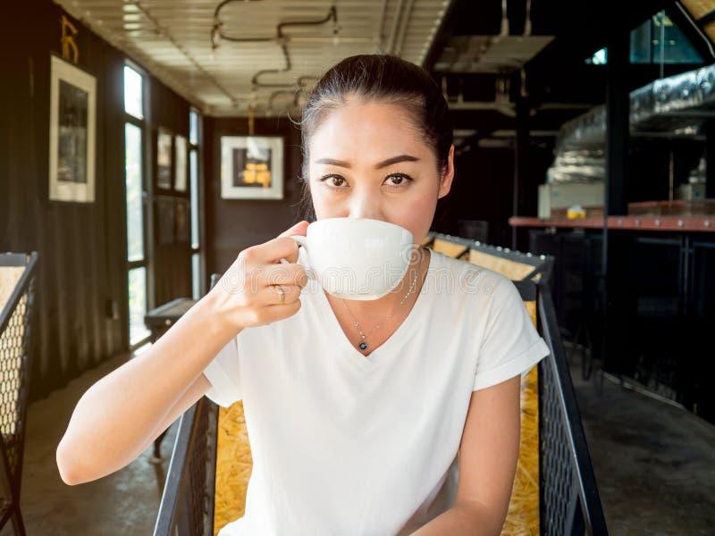 le café boit la femme photographie stock libre de droits