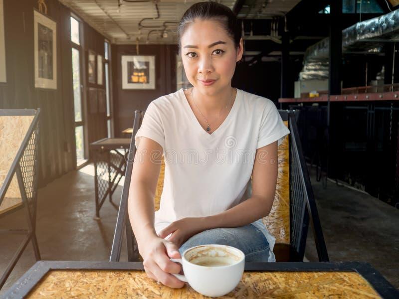 le café boit la femme photo stock