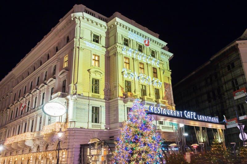 Le café célèbre Landtmann décoré pour Noël, Vienne, Austri photo stock