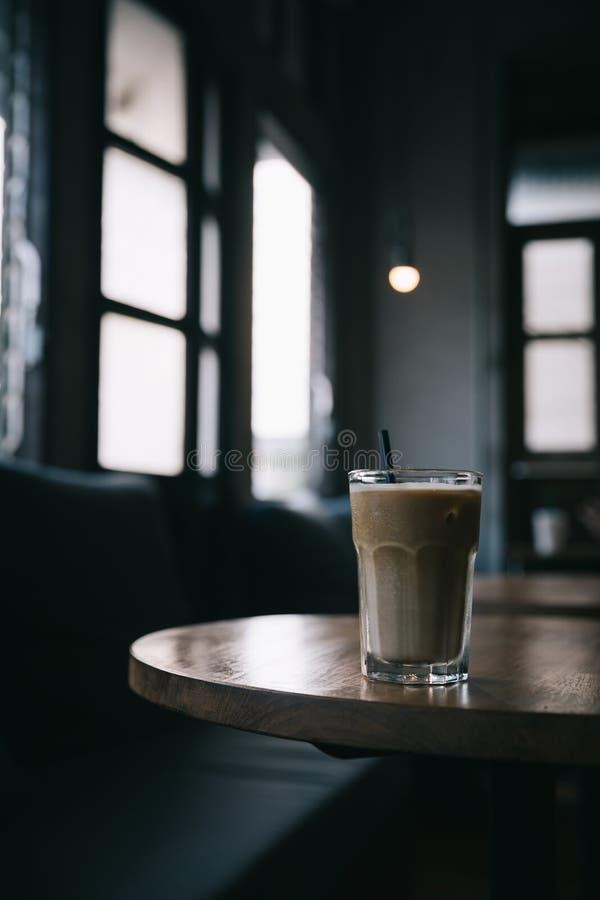 Le café de glace de cappuccino ou de Latte a fait à partir du lait images stock
