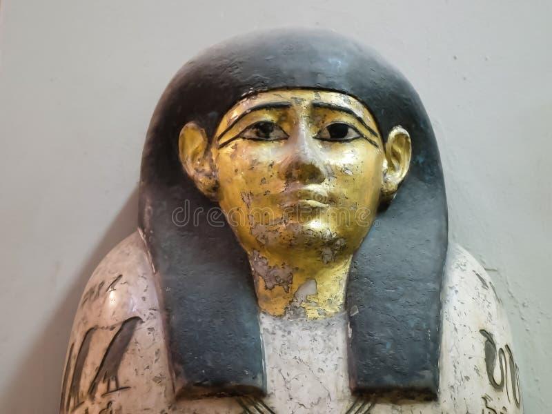 LE CAIRE, EGYPTE SEPTEMBRE, 26, 2016 : étroit du cercueil d'une femme égyptienne antique au Caire photos libres de droits