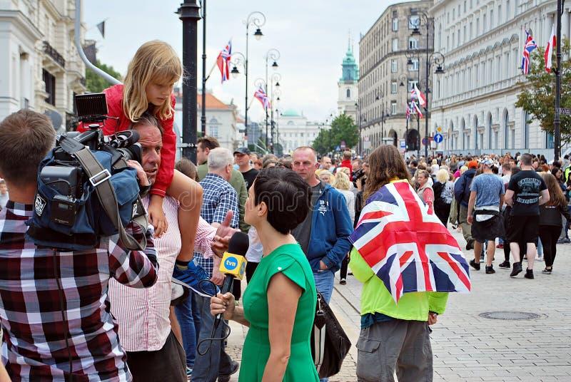 Le cameraman filmant l'événement extérieur Journaliste de TVN photos libres de droits