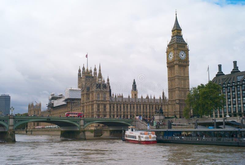 Le Camere del Parlamento e di Big Ben a Londra immagine stock