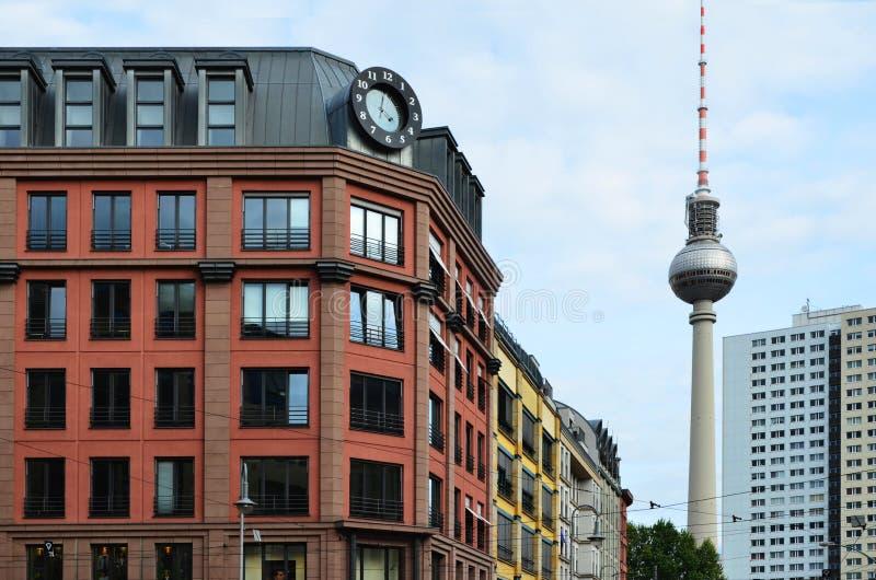Le Camere locative della città degli appartamenti di Berlino con la TV si elevano immagini stock libere da diritti