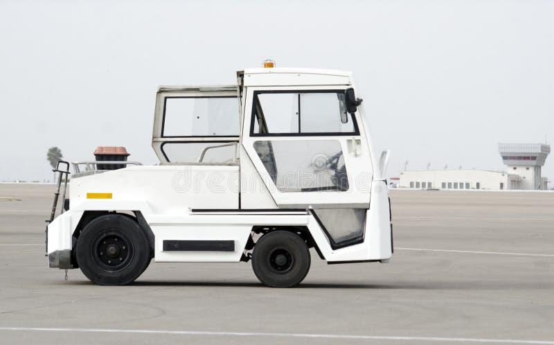 Le camion de bagages attend le bagage images libres de droits