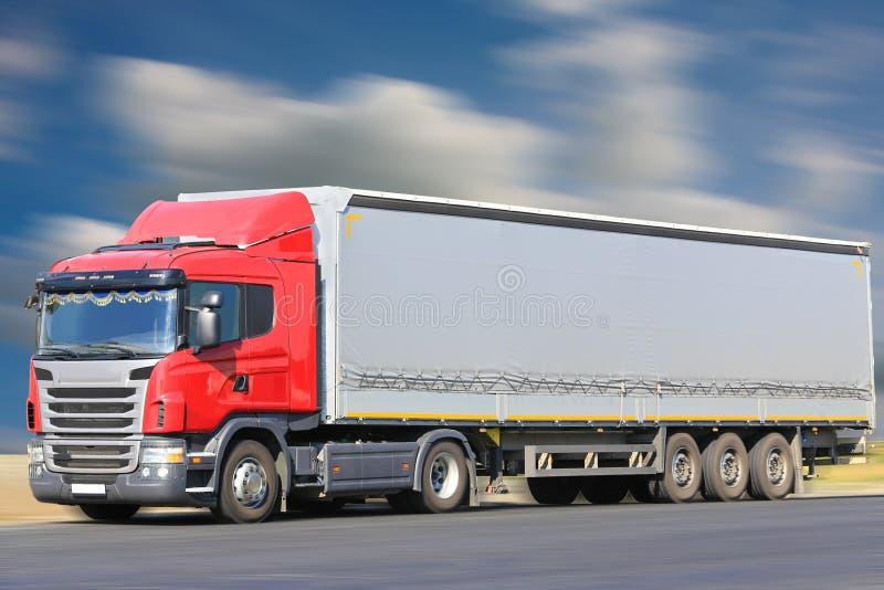 Le camion va sur la route image libre de droits