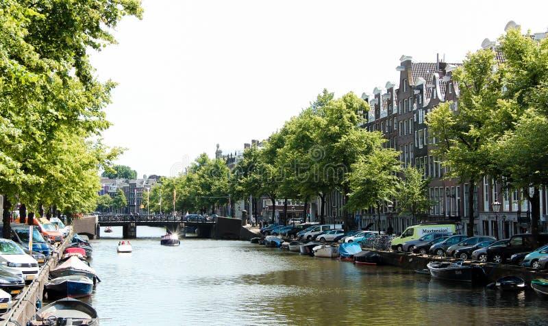 Le canal d'Amsterdam photos stock