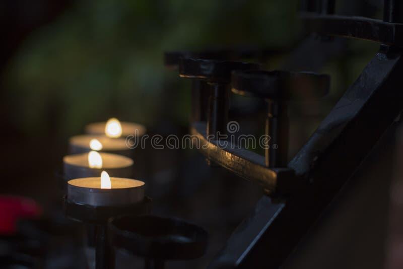 Le candele allineano in chiesa a Perth Australia piacevole fotografia stock