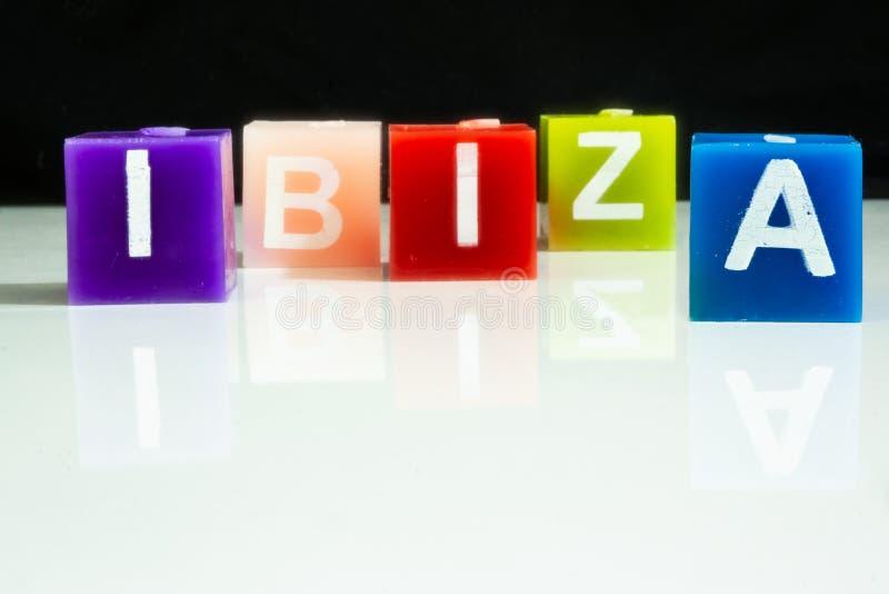 Le candele spiegano la parola IBIZA immagini stock