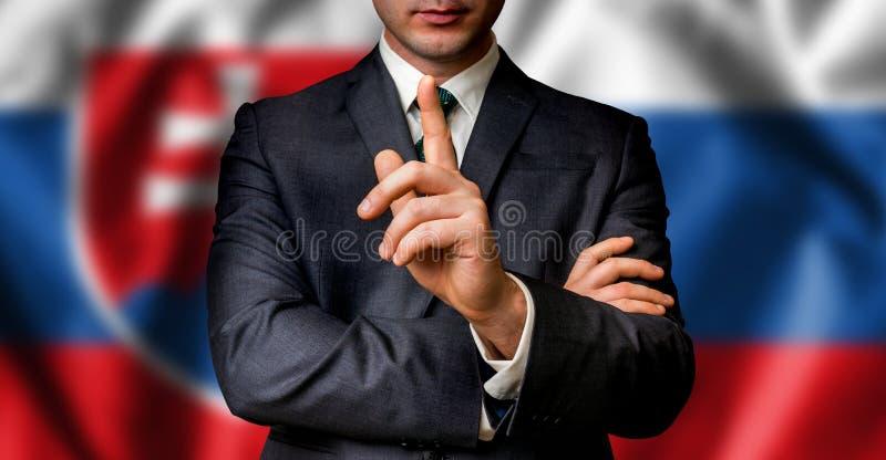 Le candidat slovaque parle à la foule de personnes photos libres de droits