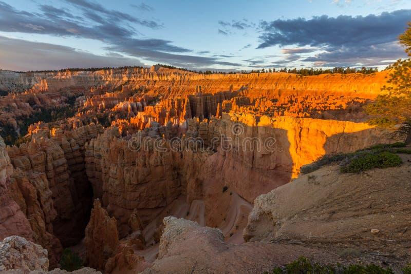 Le canyon de bryce au lever de soleil en Utah, Etats-Unis image stock