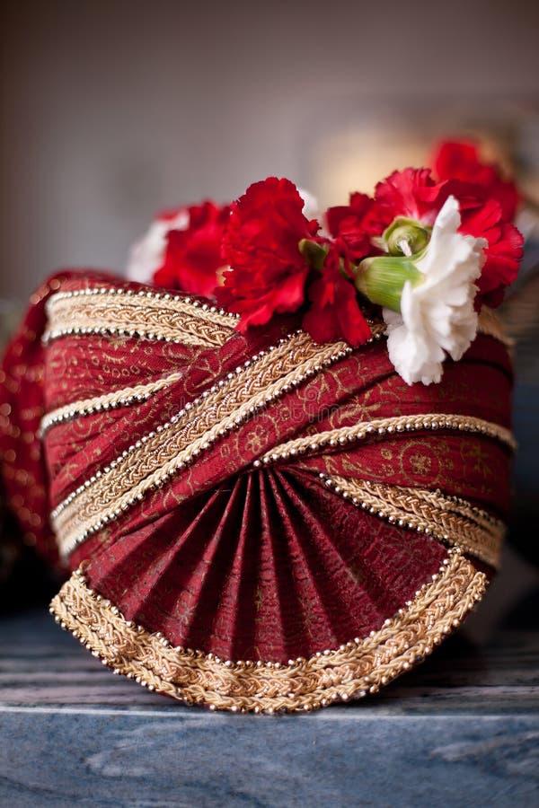 Le capuchon du marié indien photo stock