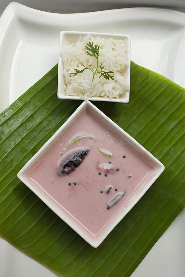 Le cari de solénoïde fait à partir du lait de noix de coco et kokum et le riz agrafent le repas, Goa photos stock