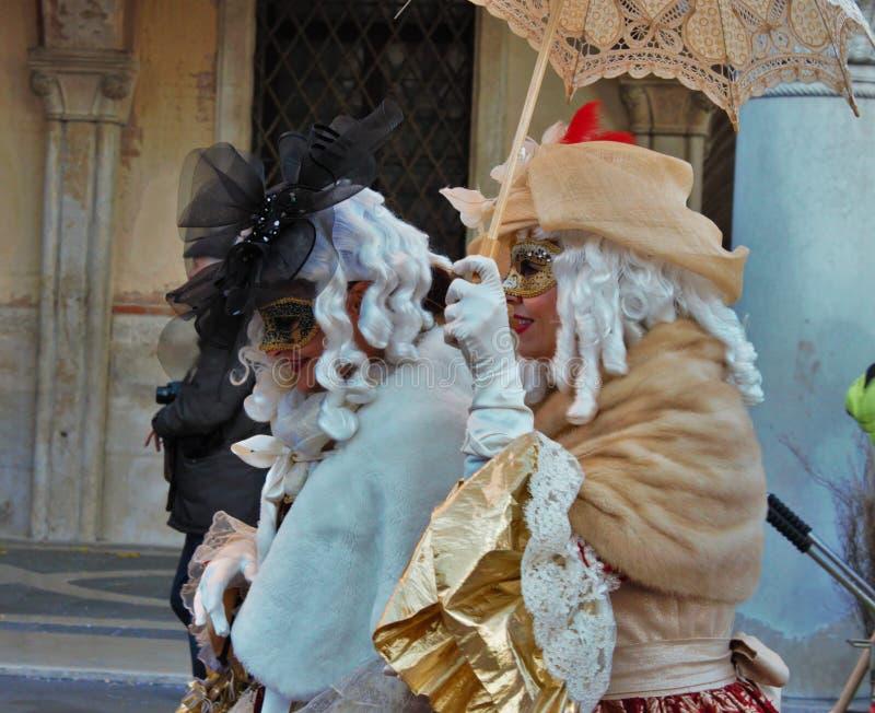 Le carnaval de Venise, portrait d'un masque, pendant le carnaval vénitien dans toute la ville là sont les masques merveilleux photos stock