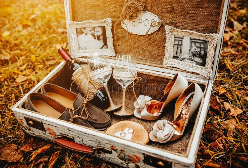 Le cas avec le mariage accessoirisent photographie stock