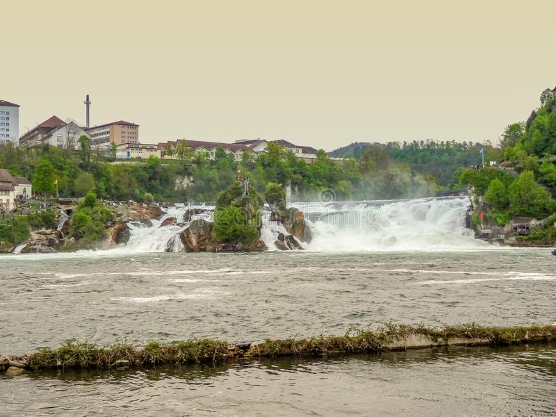 Le cascate del Reno in Svizzera fotografia stock
