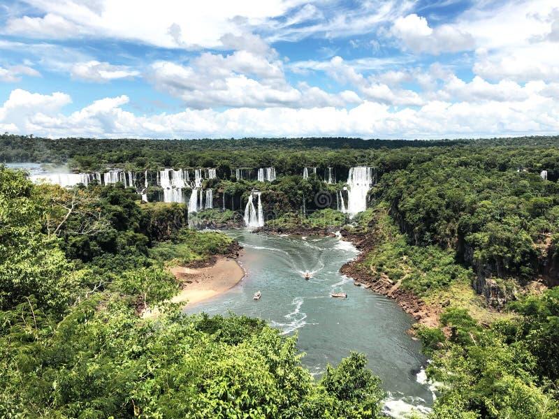 Le cascate di Iguazu sono una delle cascate naturali famose del mondo, sul confine del Brasile e dell'Argentina fotografie stock