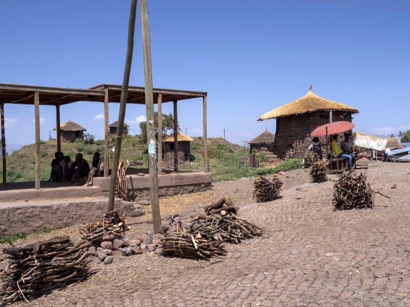 Le casette tradizionali sono situate sui pendii, Lalibela, Etiopia immagini stock