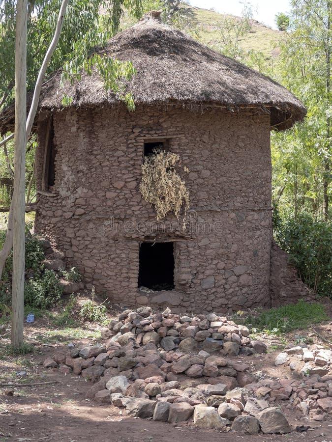 Le casette tradizionali sono situate sui pendii, Lalibela, Etiopia fotografie stock libere da diritti