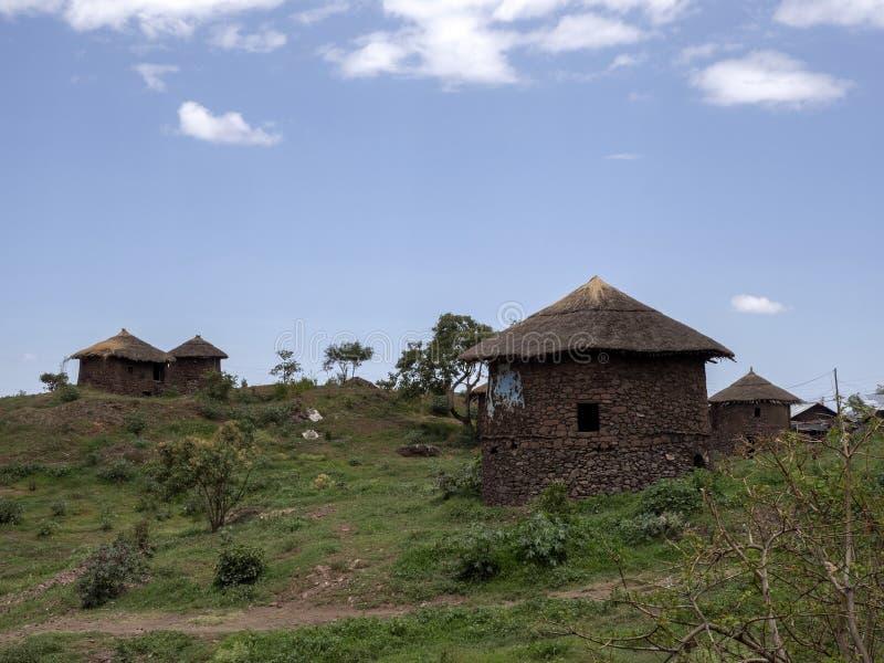 Le casette tradizionali sono situate sui pendii, Lalibela, Etiopia immagini stock libere da diritti