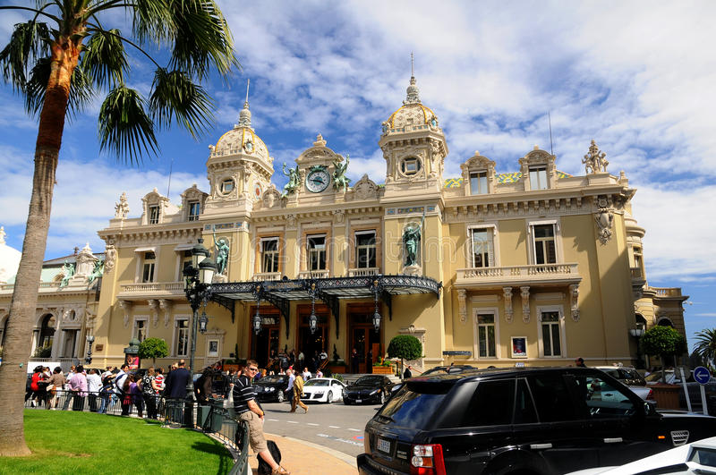 Le casino grand Monte Carlo - l'entrée photographie stock libre de droits