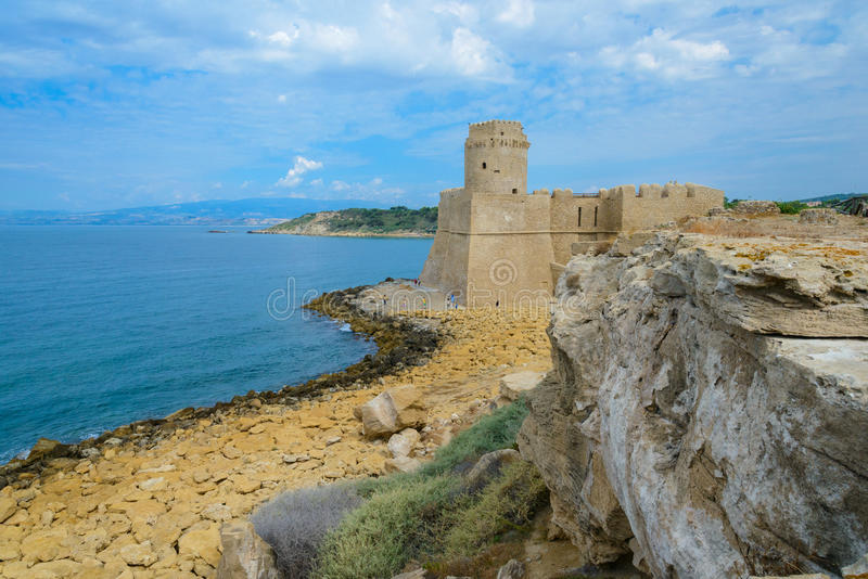 Le Castella på Isola di Capo Rizzuto, Calabria, Italien arkivbild