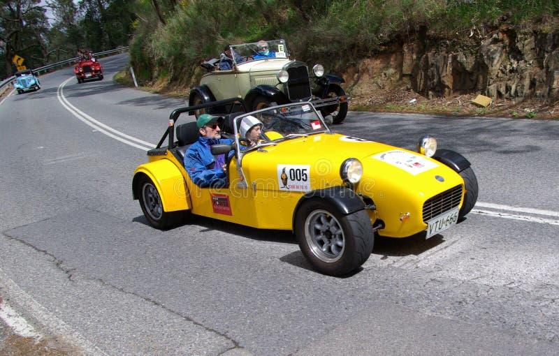 le caterham de véhicule folâtre le jaune photos libres de droits
