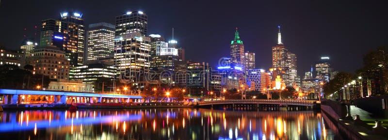 Le CBD de Melbourne la nuit photo stock