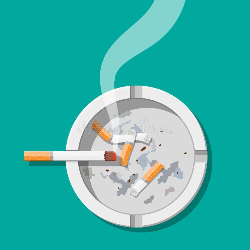 Le cendrier en céramique blanc complètement de fume des cigarettes illustration stock