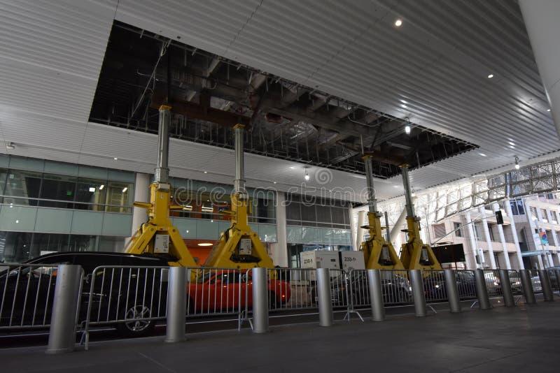 Le centre de transit de Salesforce ouvert ET fermé, 1 photographie stock libre de droits