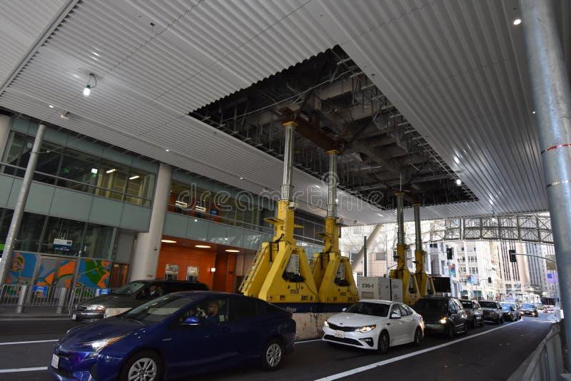 Le centre de transit de Salesforce ouvert ET fermé, 2 images stock