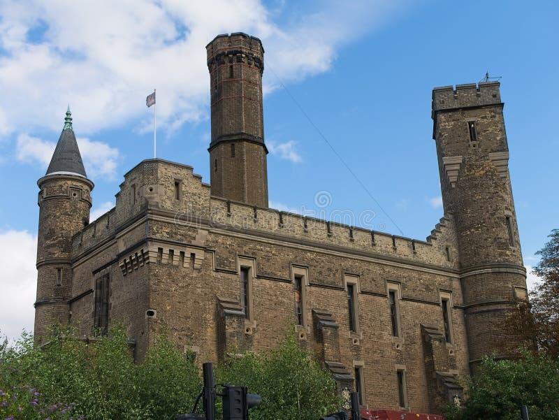 Le centre s'élevant de château, bâtiment victorien à Londres, R-U image stock
