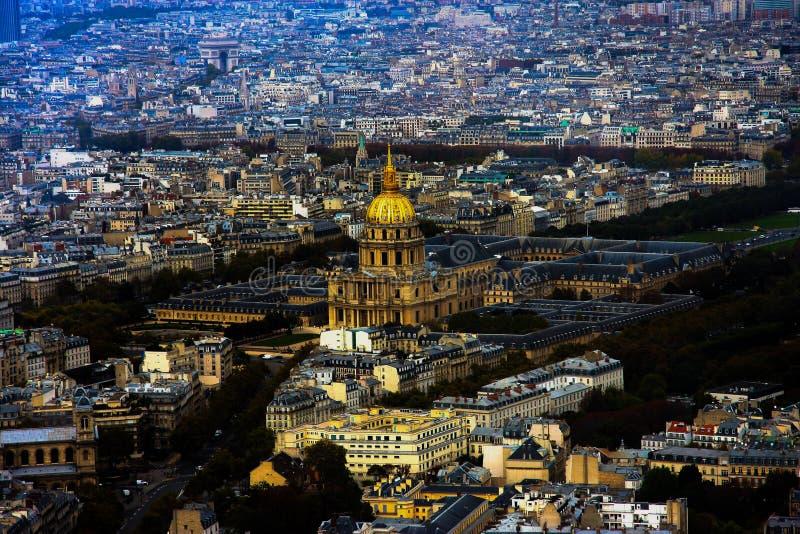 Le centre ville de ville de Paris d'en haut image stock