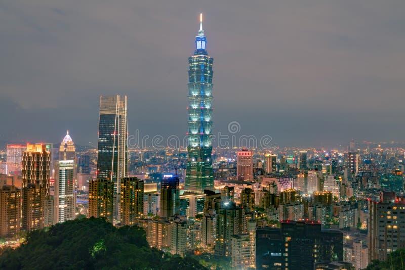 Le centre ville de ville de Taïpeh de la vie de nuit photos stock