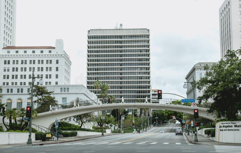 Le centre ville et la ville hôtel de Los Angeles Main Street pendant le début de la matinée image stock