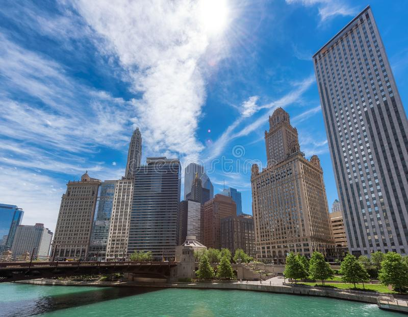 Le centre ville et la rivi?re Chicago de Chicago ? l'heure d'?t? Chicago, l'Illinois photo libre de droits