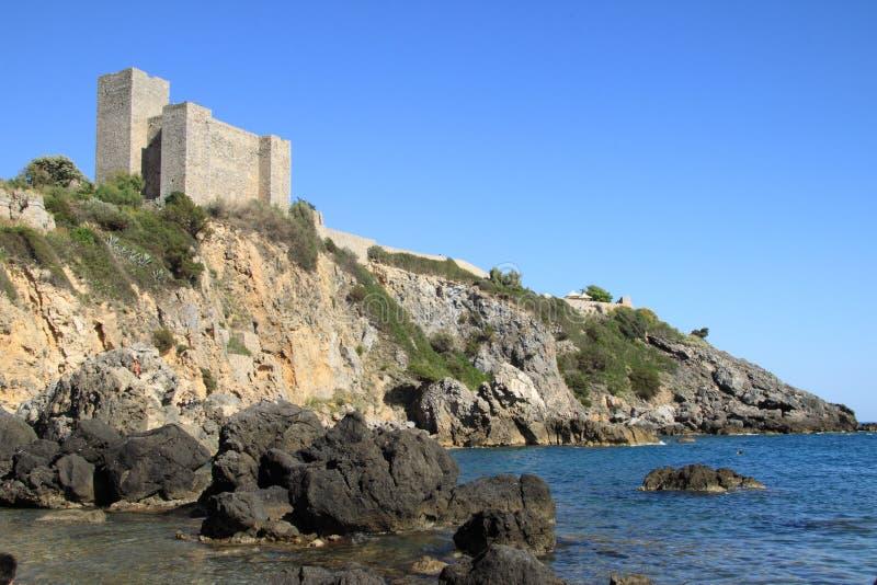 Le château à Porto Santo Stefano - en Italie photo libre de droits