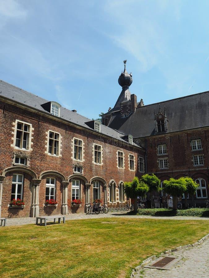 Le château d'Arenberg situé à côté de la ville de Louvain photo libre de droits