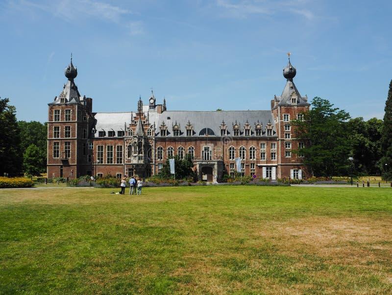 Le château d'Arenberg situé à côté de la ville de Louvain photographie stock libre de droits
