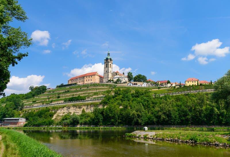 Le château de lnÃk de› de MÄ au confluent des rivières de Vltava et de Labe image stock