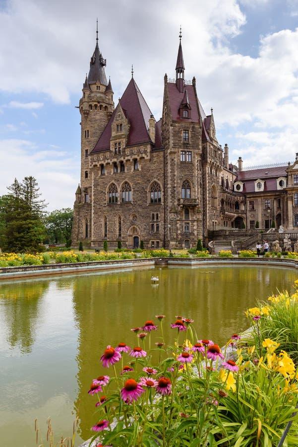 Le château de Moszna en Pologne du sud-ouest, un des châteaux les plus magnifiques dans le monde de photo stock